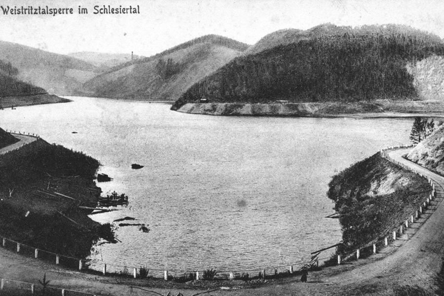Tak wyglądało Jezioro Lubachowskie przed wojną - Źródło: dolny-slask.org.pl