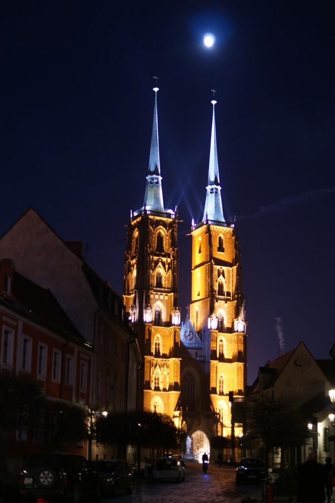 Wieczorowy spacer po Ostrowie Tumskim we Wrocławiu