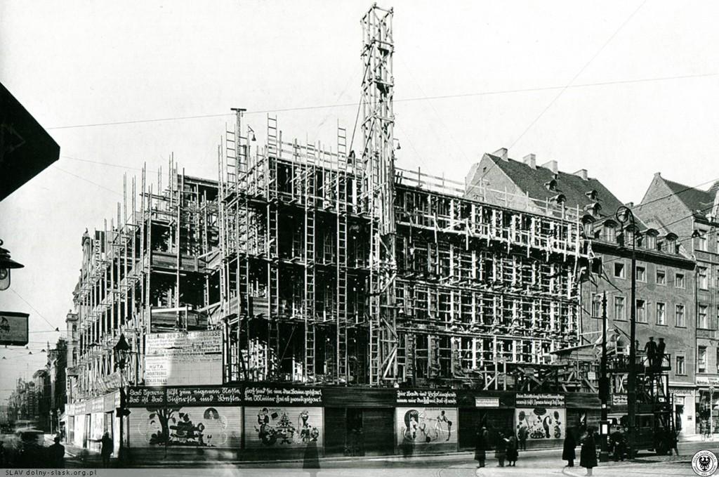 Budowa Miejskiej Kasy Oszczędności - Źródło: dolny-slask.org.pl