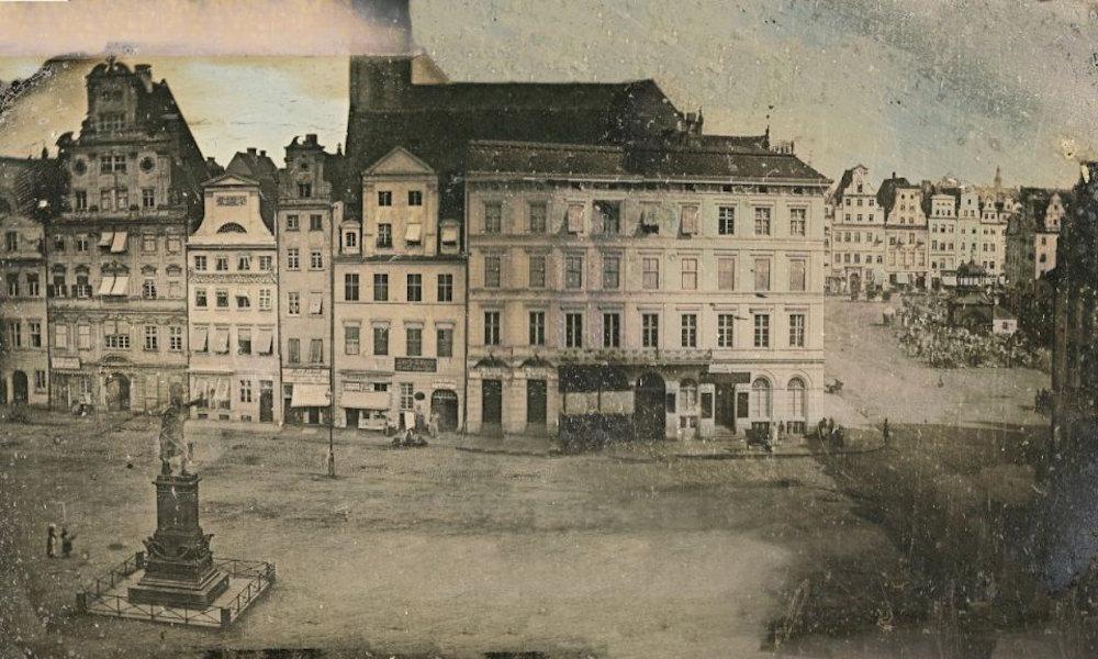 Plac Solny, po lewej widoczny pomnik Blüchera (nieistniejący), po prawej Rynek i Wielka Waga Miejska (nieistniejąca) - Julius Brill, ok. 1840 rok