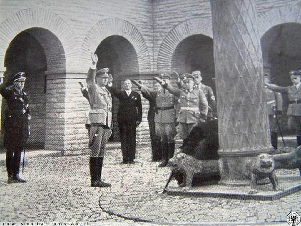 Nazistowskie uroczystości w Schlesier Ehrenmal - Źródło: dolny-slask.org.pl