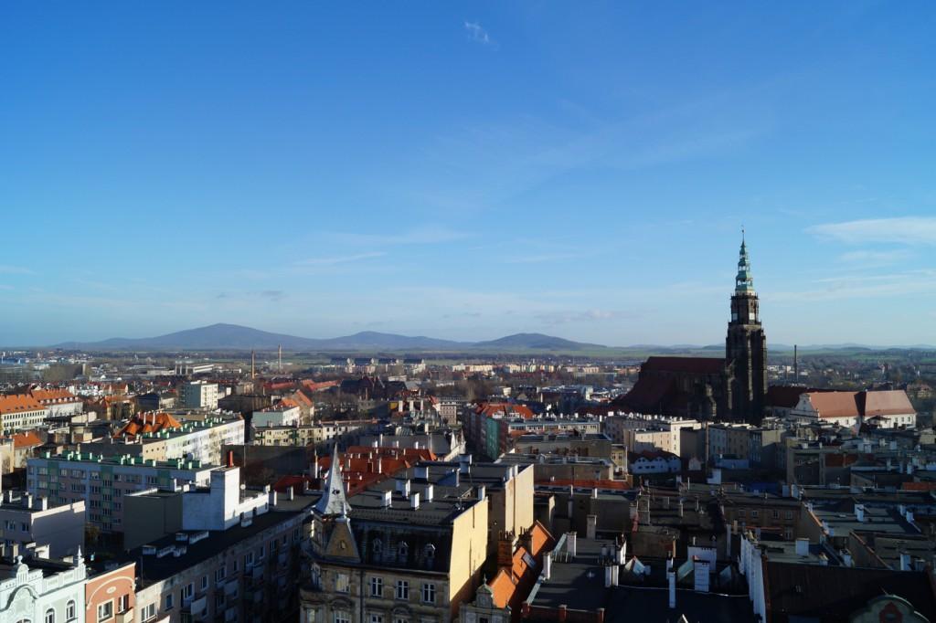 Masyw Ślęży i Katedra z Wieży Ratusza w Świdnicy