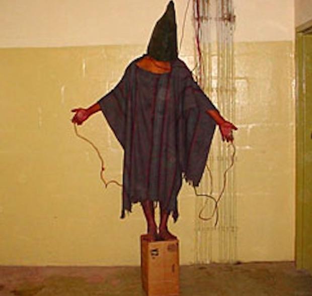 Więzień Abu Ghraib - 10 przełomowych zdjęć - Autor: United States Armed Forces