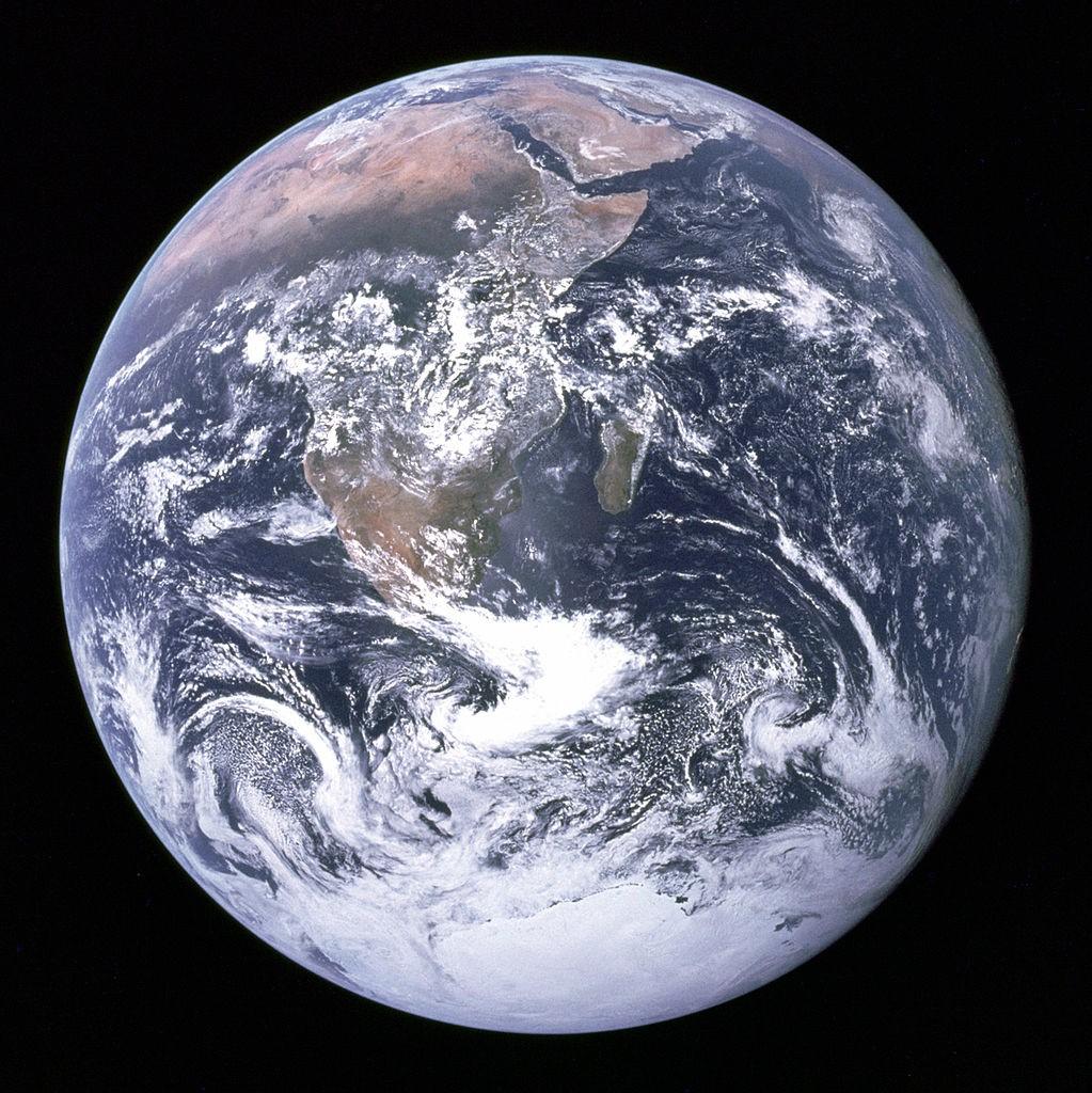 Ziemia widziana z przestrzeni kosmicznej - Blue Marble - Źródło: NASA