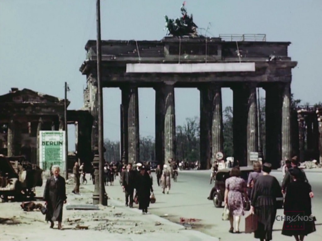 Brama Brandenburska 1945 Rok - Źródło: www.youtube.com