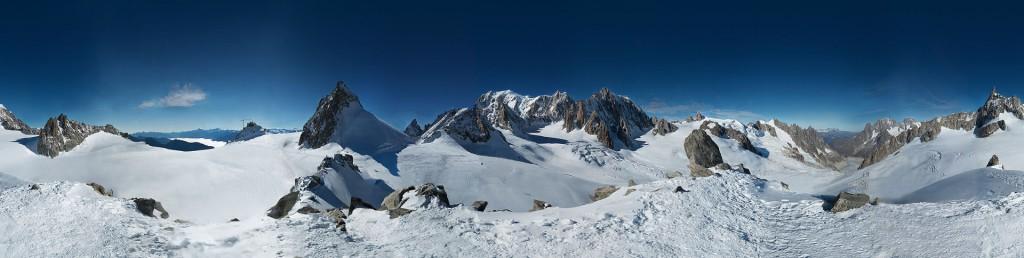Panorama - Gigantyczne Zdjęcie Mont Blanc - Źródło: www.in2white.com