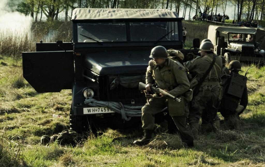 Pojawiają się żołnierze amerykańscy
