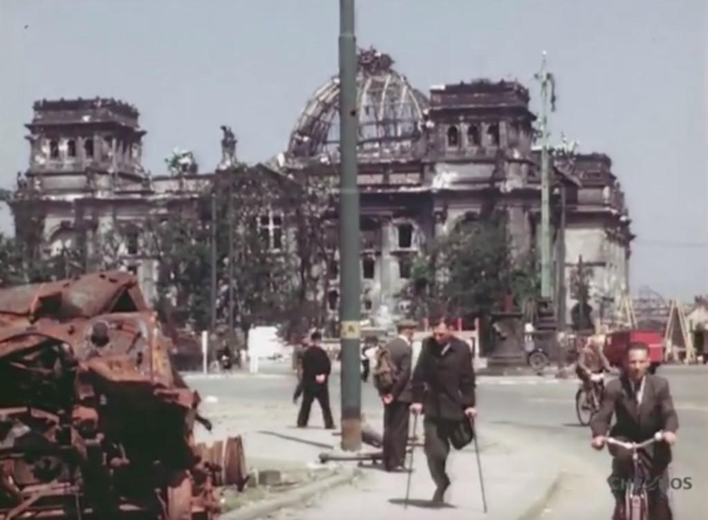 Zniszczony Reichstag 1945 Rok - Źródło: www.youtube.com