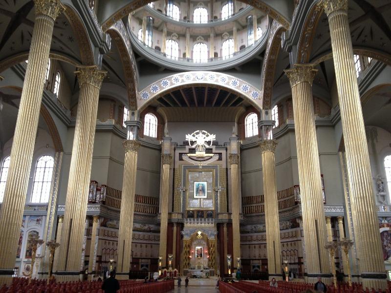 Wnętrze Bazyliki w Licheniu - Lista rekordowych budowli w Polsce