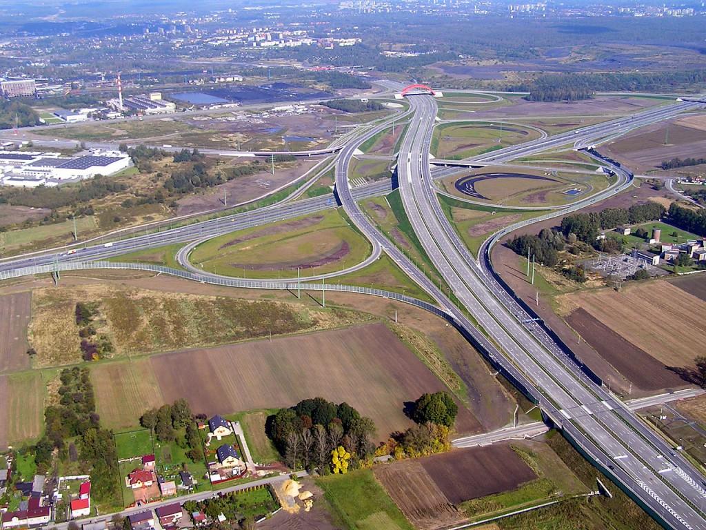 Widok z lotu na węzeł autostradowy - Autor: Mikołaj Welon Źródło: commons.wikimedia.org