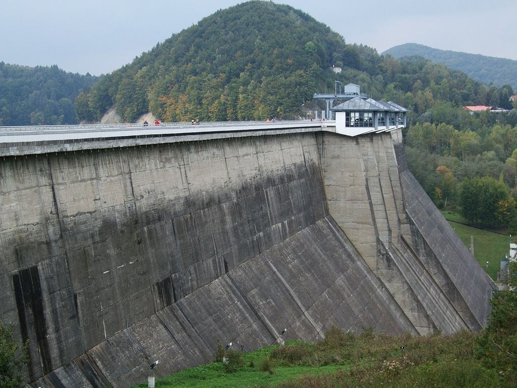 Zapora Wodna Solina - Autor: Artur Łysik Źródło: commons.wikimedia.org