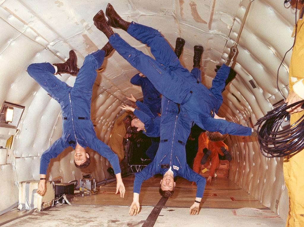 Lot Paraboliczny Samolotu - Symulowanie Stanu Nieważkości - Źródło: NASA
