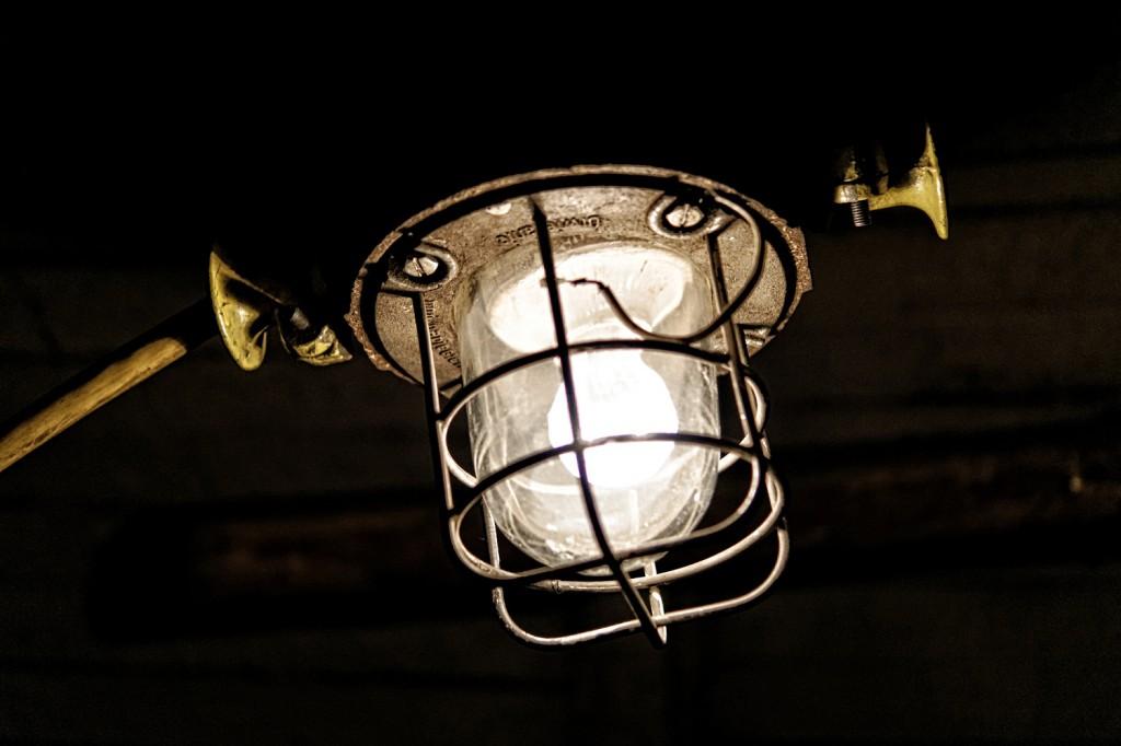 Lampy rozświetlają mroki kopalni