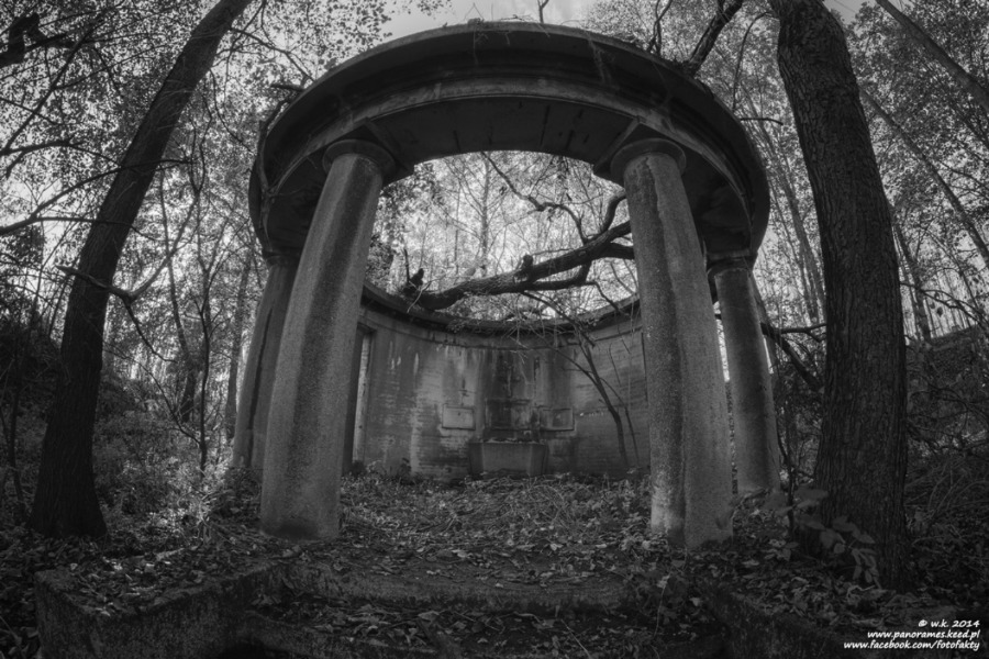 Mauzoleum w Biechowie - Lista opuszczonych miejsc - Foto: Wioletta Kozłowska