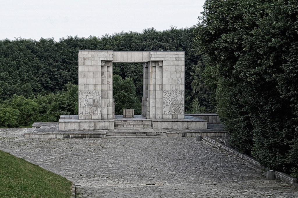 Pomnik Czynu Powstańczego w miejscu Freikorps Ehrenmal - Zdjęcie 2015 Rok