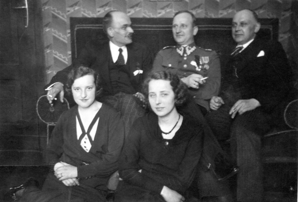 Roman Skoraszewski (w mudnurze) - Zdjęcie po odzyskaniu niepodległości w 1918 roku