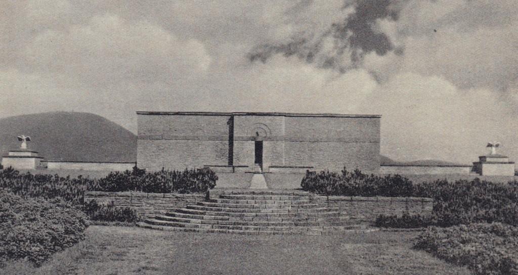 Mauzoleum w Wałbrzychu - Ostatnia świątynia Hitlera - Źródło: dolny-slask.org.pl