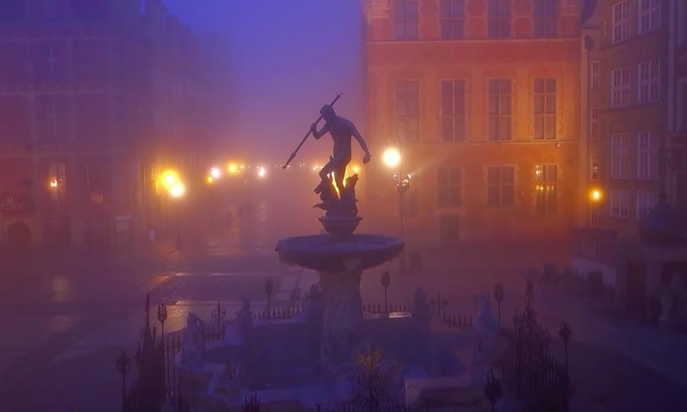 Gdańsk na Filmach z Lotu Ptaka - Fontanna Neptuna - Źródło: www.youtube.com