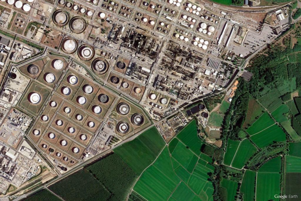 Rafineria we Włoszech - Zdjęcia Ziemi Źródło: earthview.withgoogle.com