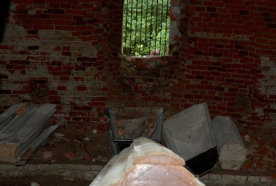 Wnętrze piramidy w Rapie - Lista zaskakujących miejsc w Polsce - Autor: Mireq