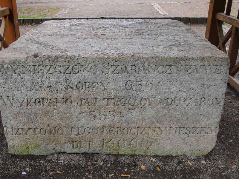 Pomnik Szarańczy - Foto: Halina Gniewkowska-Gniadek