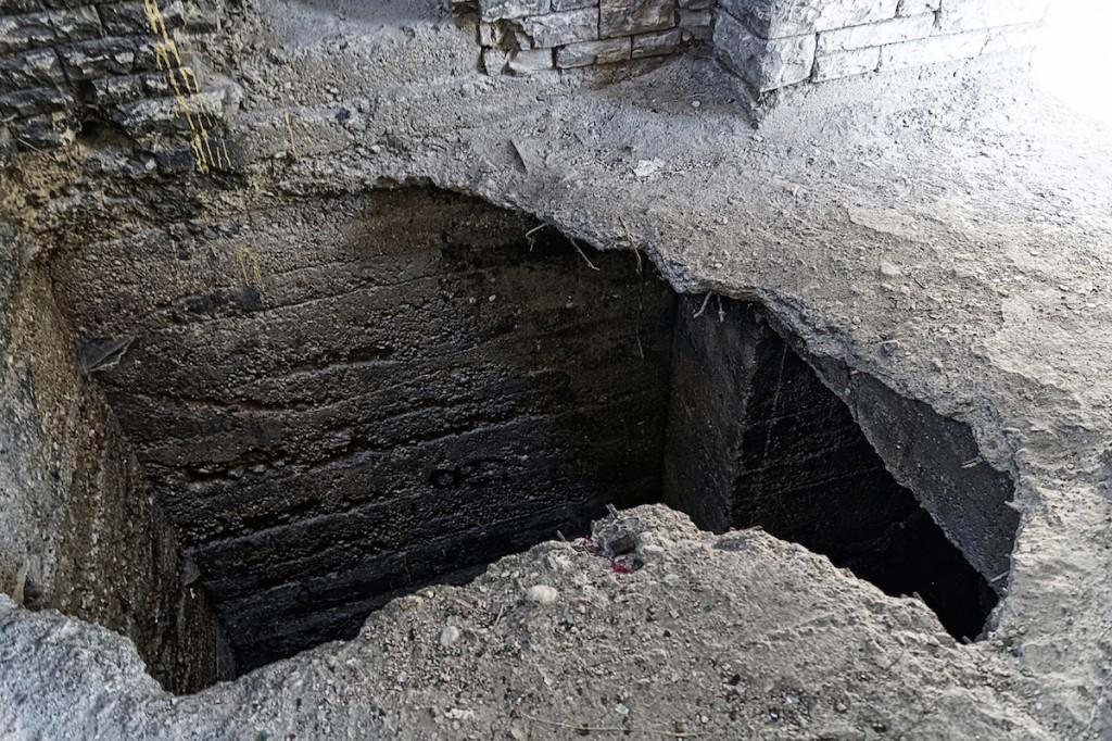 Wysadzone wejście do podziemi w Totenburg - Zdjęcie 2015 Rok