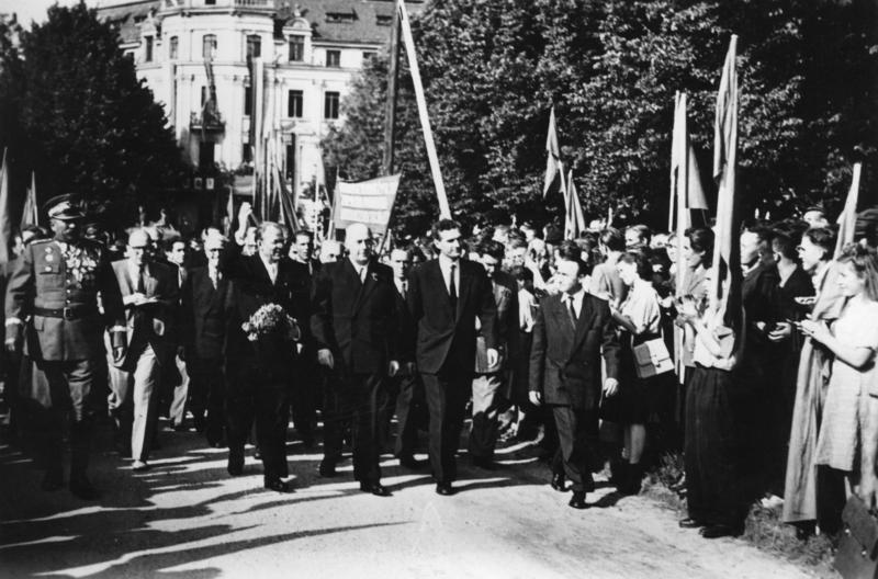 Józef Cyrankiewicz i Otto Grotewohl - Historia Granic Polski - Źródło: Das Bundesarchiv