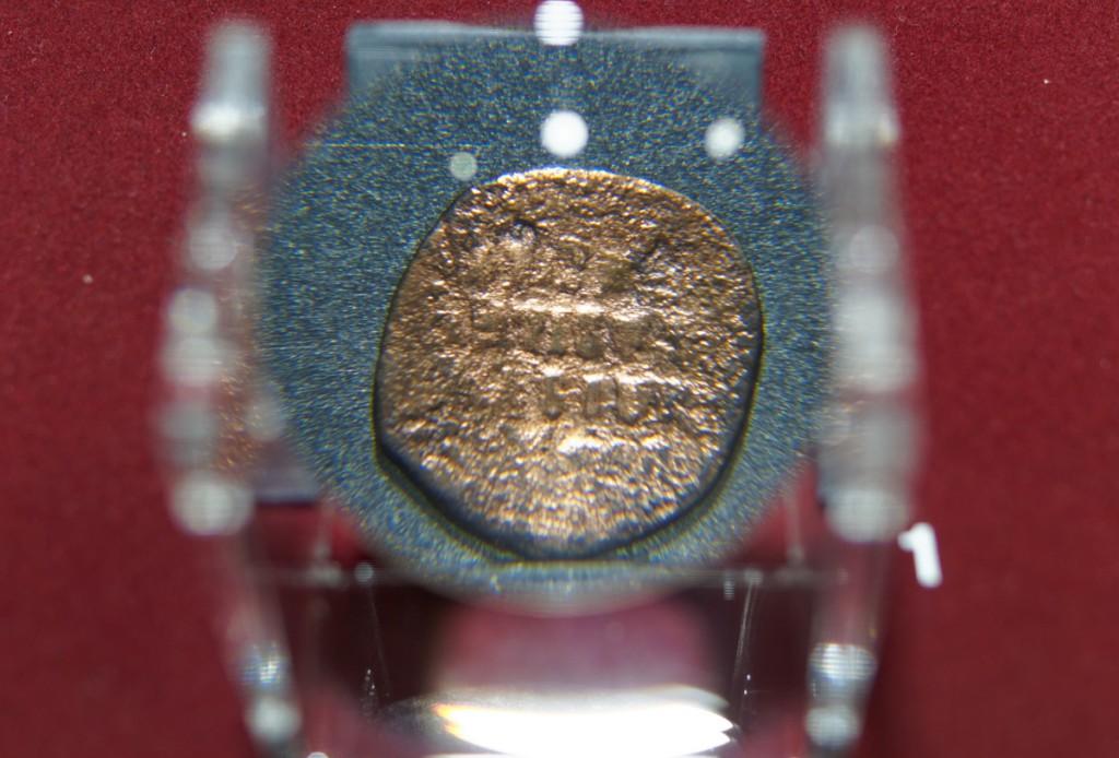 Brązowa moneta bizantyjskiego cesarza Bazylego II - Zbiory Muzeum Pierwszych Piastów