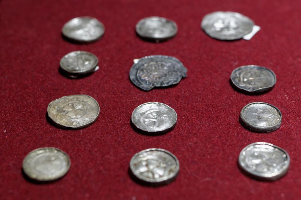 Monety z przypałacowego skarbu z II polowy XI wieku - Zbiory Muzeum Pierwszych Piastów