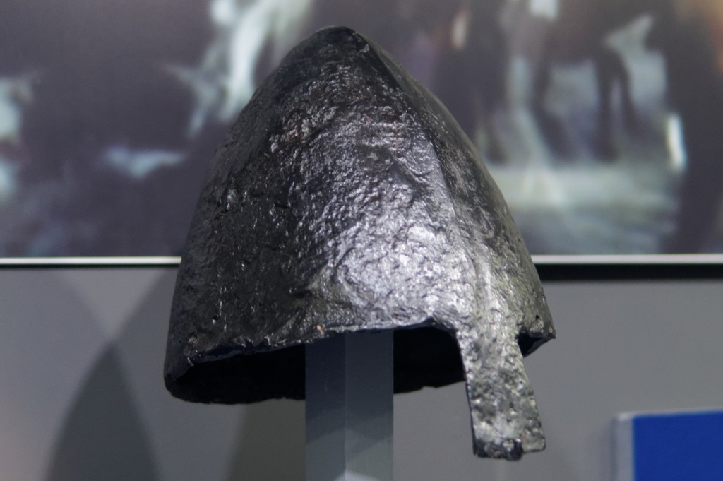 Hełm odkuty z jednego kawałka żelaznej bryły - Zbiory Muzeum Pierwszych Piastów