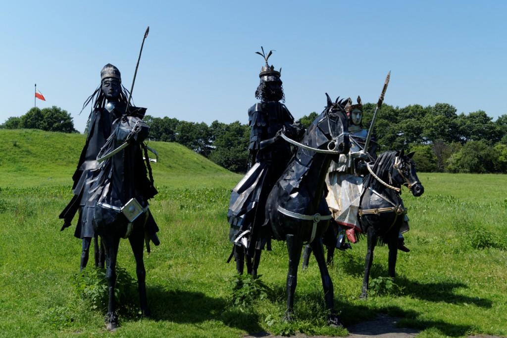 Rzeźba króla Bolesława Chrobrego wraz z cesarzem Ottonem III i biskupem Gaudentym.