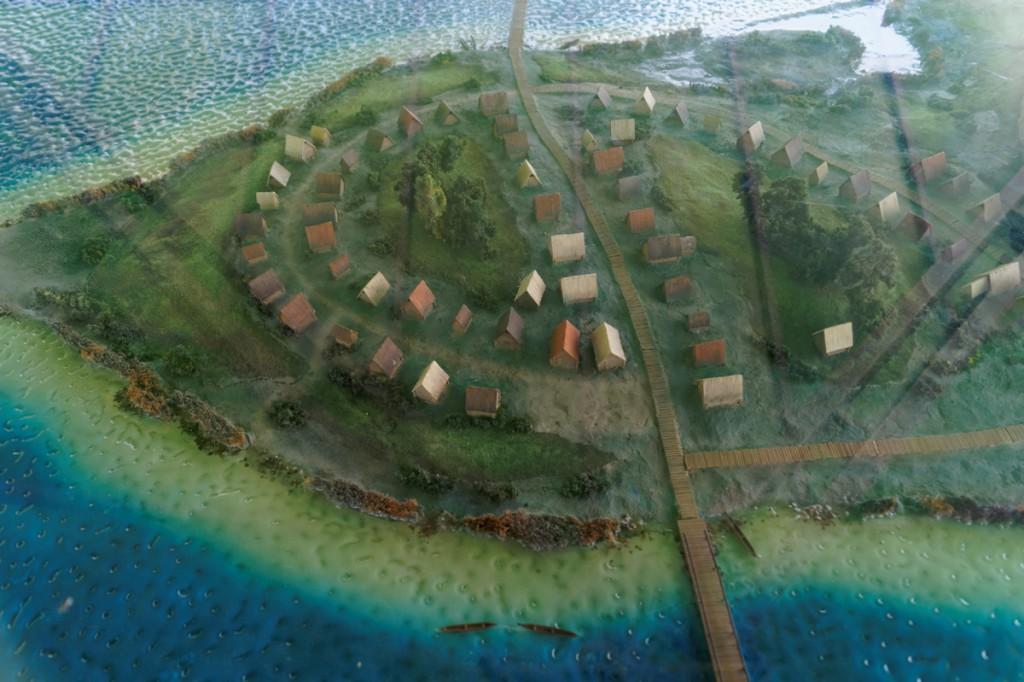 Model wyspy z zaznaczonymi mostami - Zbiory Muzeum Pierwszych Piastów
