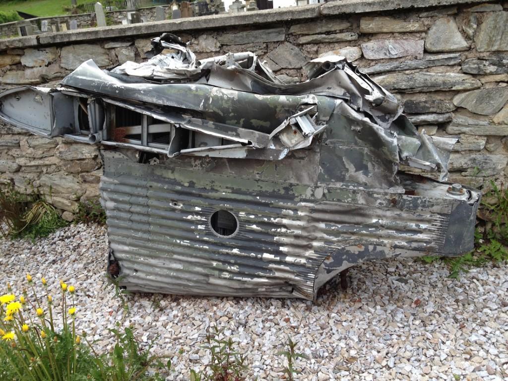 Szczątki kadłuba z charakterystyczną falistą blachą - Katastrofa Junkersa Ju-52