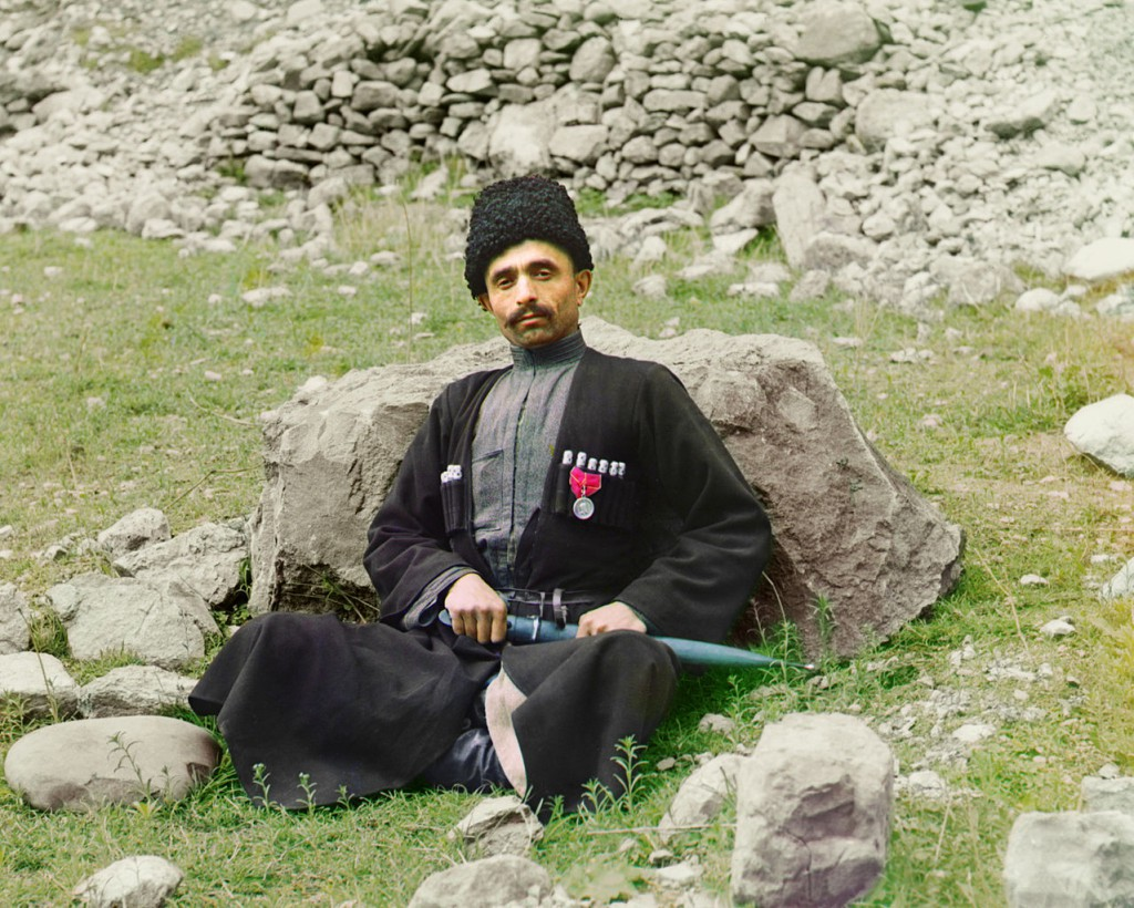Muzułmański mieszkaniec Dagestanu, odznaczony medalem. Rok 1904.