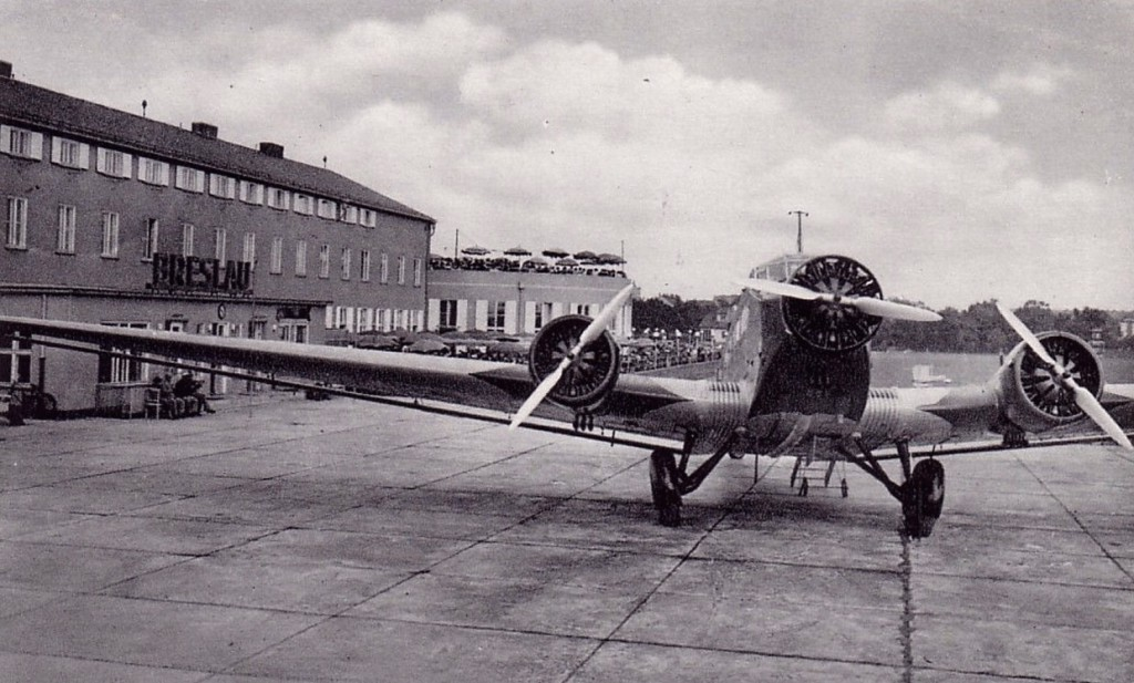 Inny Ju-52 na lotnisku Gądów Mały - Rok 1939 - Źródło: dolny-slask.org.pl