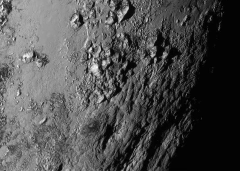Góry lodowe na Plutonie wznoszące się na wysokość 3 500 m - Foto: NASA/JHU APL/SwRI
