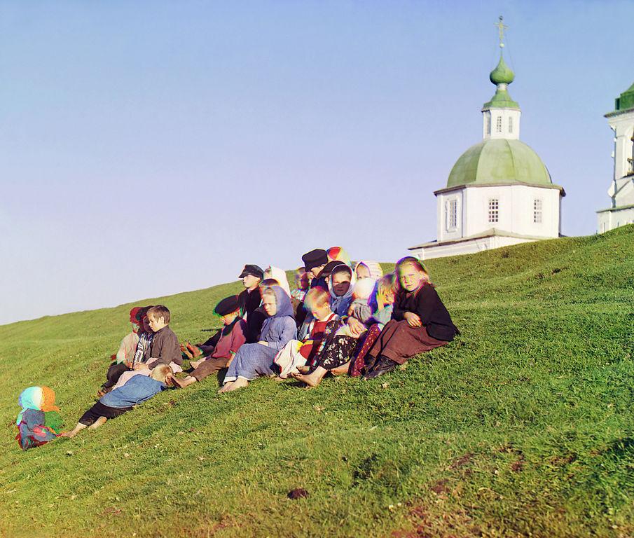 Grupa rosyjskich dzieci w Biełoziersku. Rok 1909.