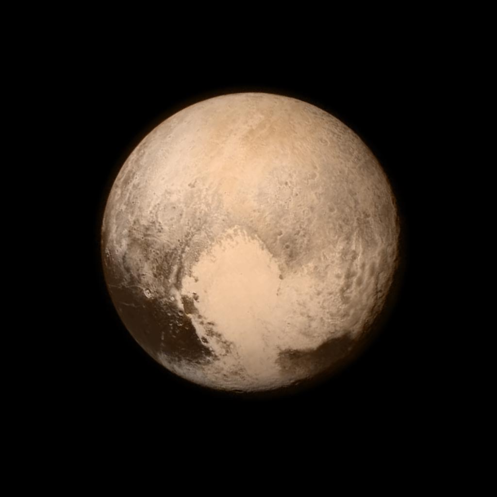 Zdjęcie Plutona z odległośi 768 tys. km, wykonane tuż przed zbliżeniem - Foto: NASA/APL/SwRI