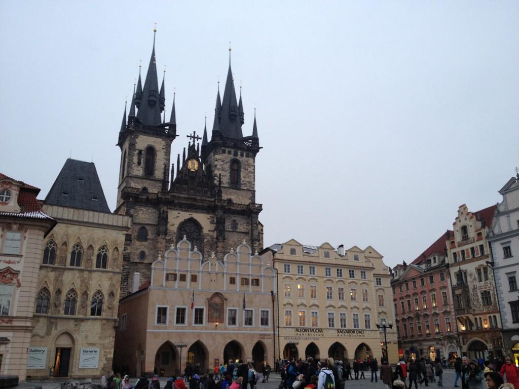 Współcześnie Rynek Staromiejski w Pradze i Kościół Najświętszej Marii Panny przed Tynem
