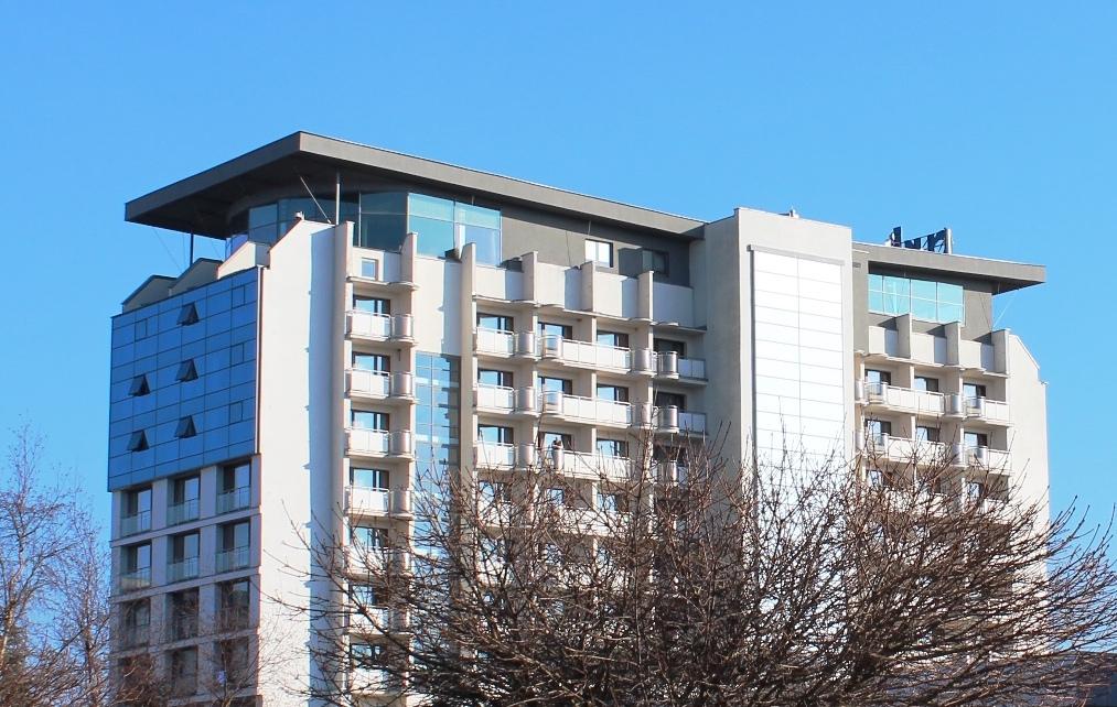 Budynek Arki w Kołobrzegu, na górze kawiarnia - Foto: Azymut (Rafał M. Socha) Źródło: commons.wikimedia.org