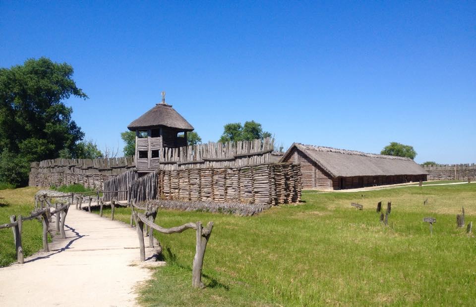 Biskupin rekonstrukcja osady - 5 opuszczonych osad i miejscowości