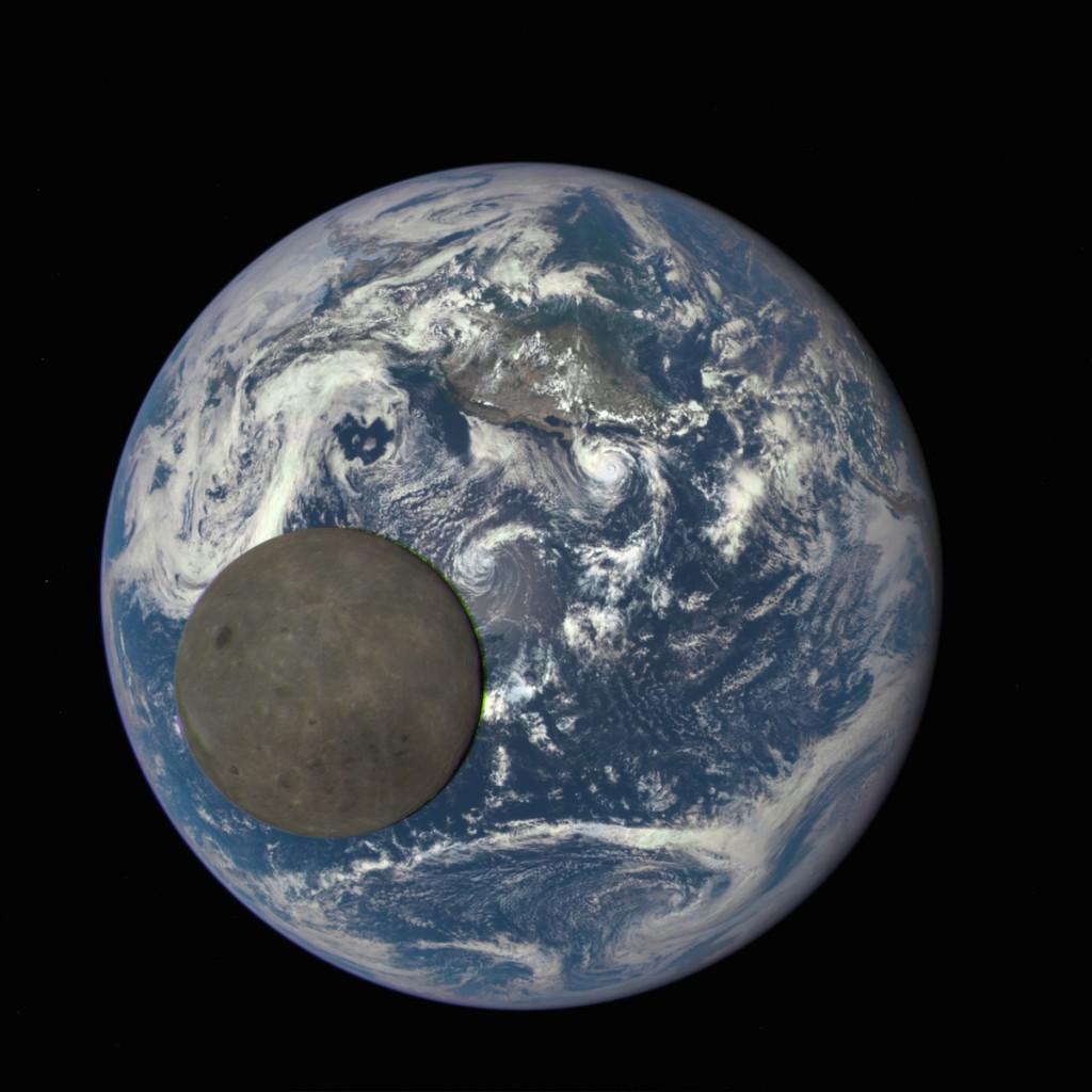 """Ciemna"" druga strona Księżyca - Foto: NASA/NOAA"
