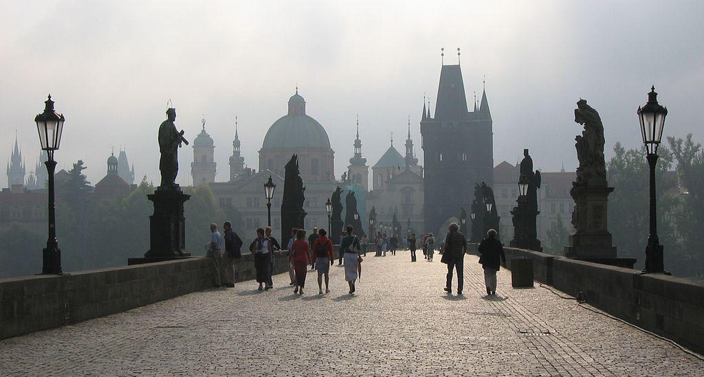 Most Karola w Pradze zdjęcie współćzesne - Foto: Chosovi Źródło: commons.wikimedia.org