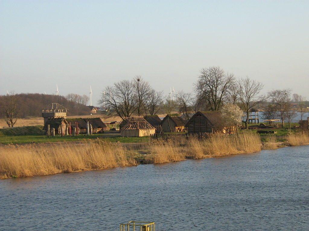 Skansen Słowian i Wikingów w Wolinie - Foto: Radosław Drożdżewski (Zwiadowca21) Źródło: commons.wikimedia.org