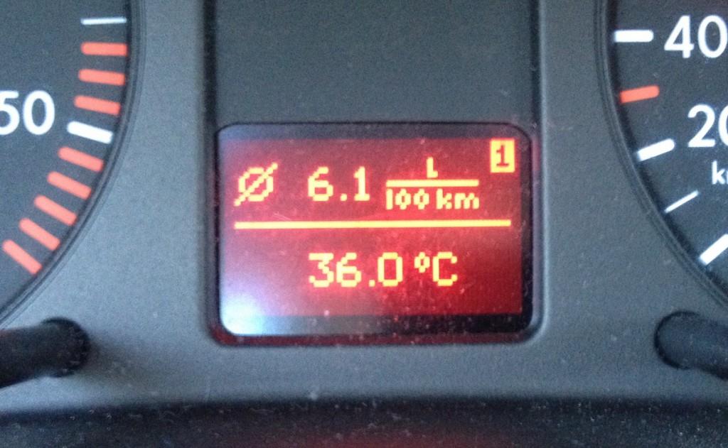 Na samochodowym liczniku 36 ºC, zanotowane w lipcu 2015 roku.