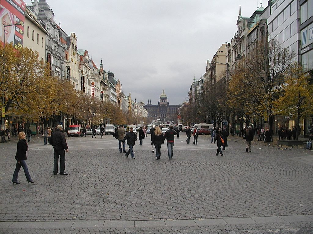 Plac Wacława (Václavské náměstí) dzisiaj - Foto: Li-sung Źródło: commons.wikimedia.org