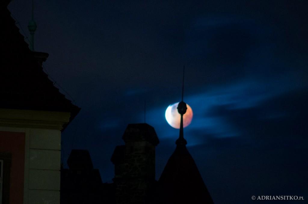 Zdjęcie Księżyca nad Zamkiem Książ w Wałbrzychu - Foto: Adrian Sitko