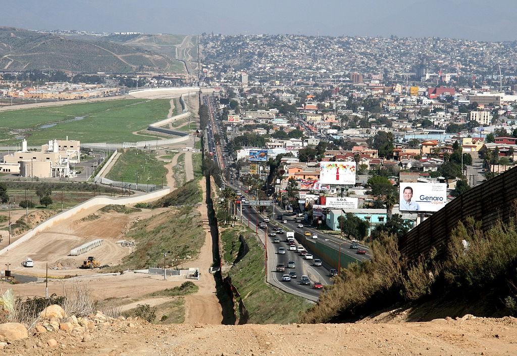 USA (po lewej) Meksyk (po prawej) - Źródło: commons.wikimedia.org