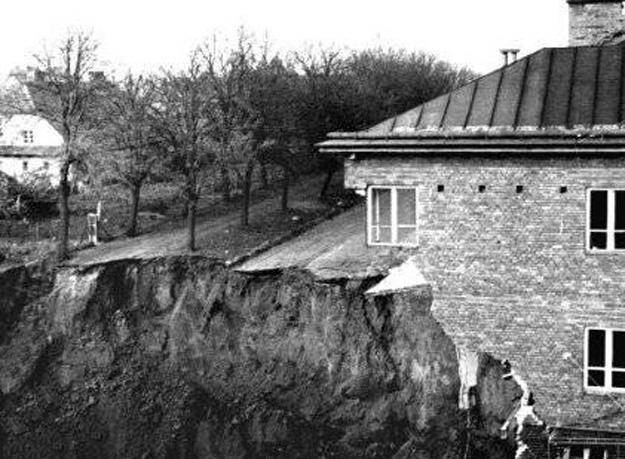 Zniszczenia zabudowań i zapadliska po katastrofie - Źródło: marcusl.prv.pl