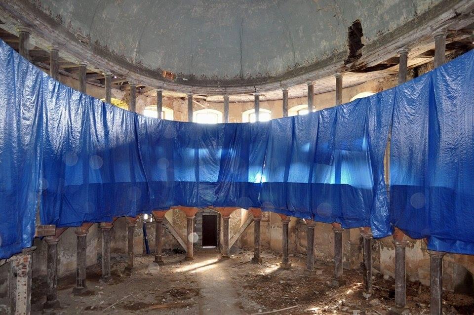 Wnętrze opuszczonego kościoła w 2014 roku - Foto: Dolny Śląsk Fotografie